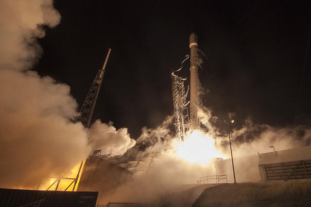 Взлет Falcon 9 с мыса Канаверал